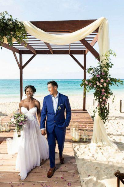 PHOTO: The bride and groom, Bobbie and Alonzo, got married at the Royalton Punta Cana Resort and Casino in the Dominican Republic. (Wedding Vacations (weddingvacations.com)/Fable Studios)