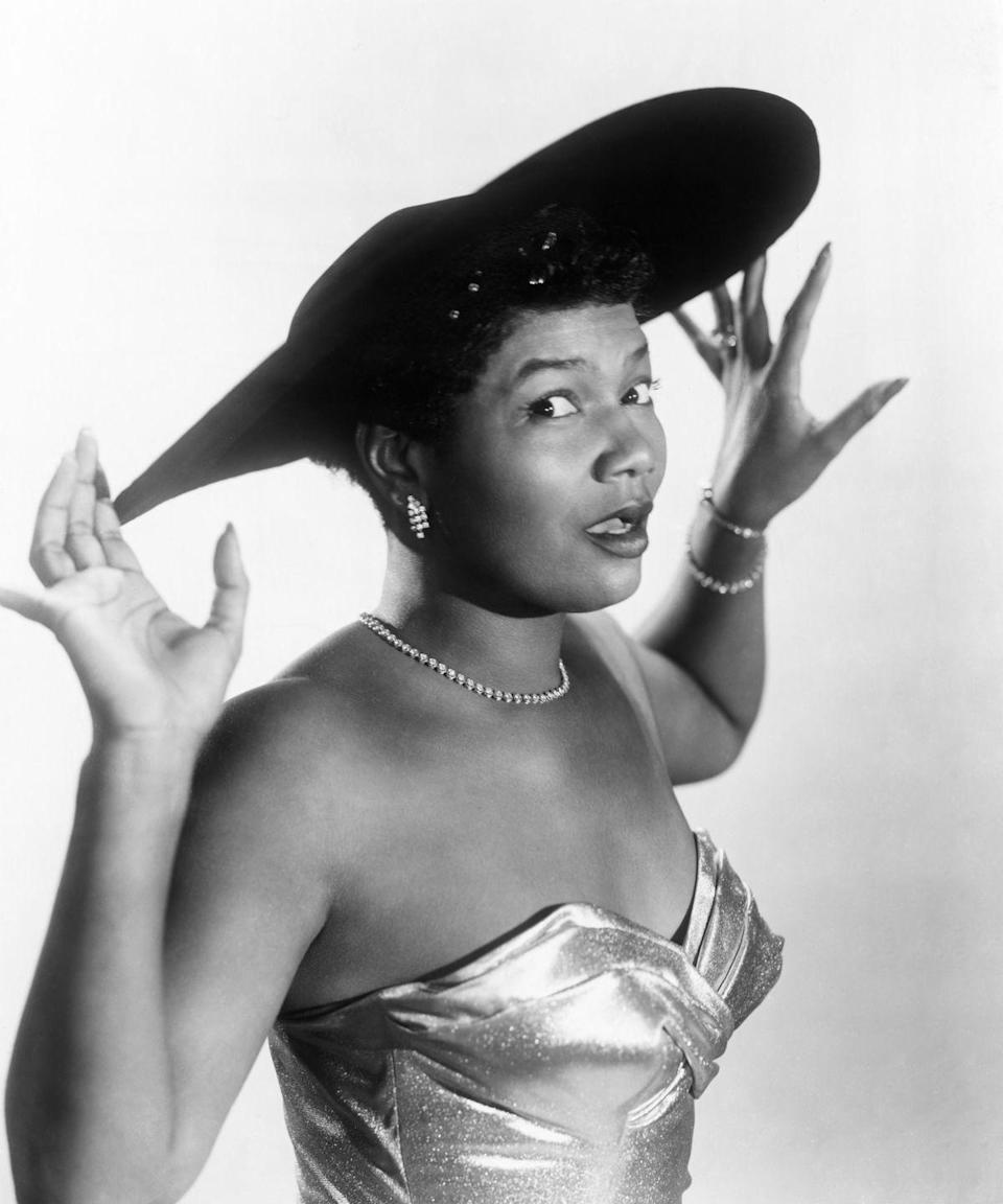 <p>Performer Pearl Bailey donning a wide-brimmed hat, tennis-style jewelry, and a sweetheart metallic gown.</p>