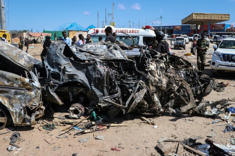 The blast left the wreckage of surrounding vehicles at the busy checkpoint and crossroads (AFP Photo/Abdirazak Hussein FARAH)