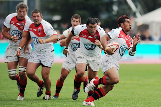 Toulon's Samoan wing David Smith (R) runs with the ball during the French Top 14 rugby union match Lyon vs. Toulon on May 12, 2012 in Lyon. AFP PHOTO PHILIPPE MERLEPHILIPPE MERLE/AFP/GettyImages