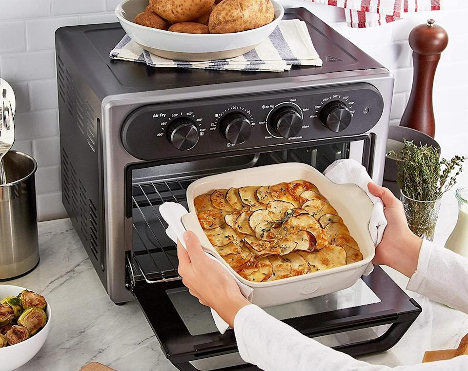 Dual thermostats ensure your meals are heated evenly. (Photo: Amazon)