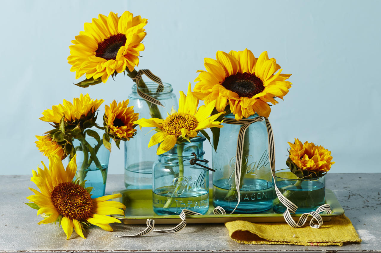 These sunflower centerpieces will brighten up your