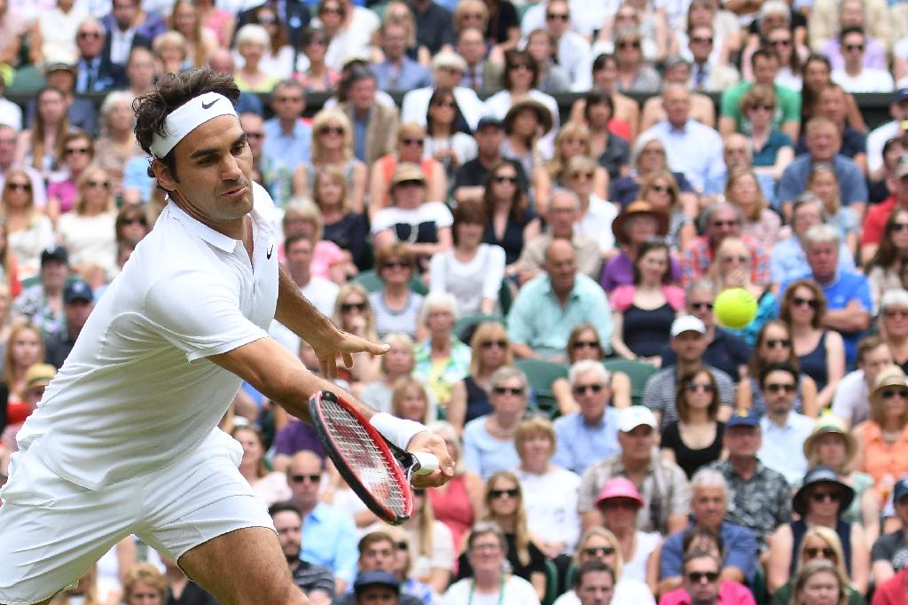 Switzerland's Roger Federer returns to Canada's Milos Raonic during their men's semi-final match on the twelfth day of the 2016 Wimbledon Championships at The All England Lawn Tennis Club in Wimbledon, southwest London, on July 8, 2016 (AFP Photo/Leon Neal)