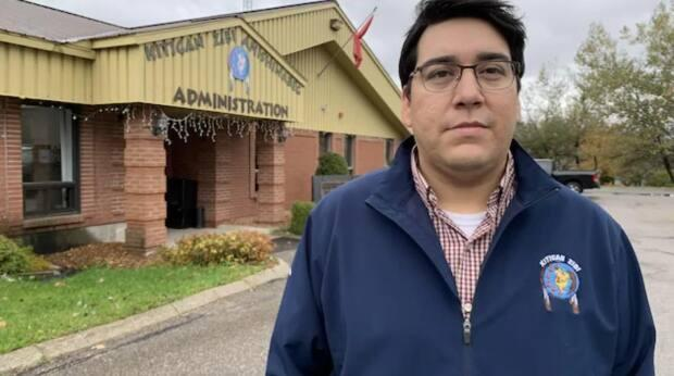 Kitigan Zibi Anishinabeg Chief Dylan Whiteduck says people in his community have been unable to drink their tap water for decades. (Jean-François Poudrier/Radio-Canada - image credit)