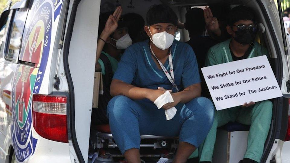 Ambulance volunteers protest in Yangon