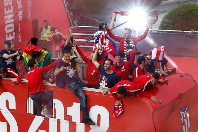 Soccer Football - Atletico Madrid Celebrate Winning The Europa League - Neptuno Square, Madrid, Spain - May 18, 2018 Atletico Madrid's Diego Godin and team mates on an open top bus during the victory parade REUTERS/Juan Medina