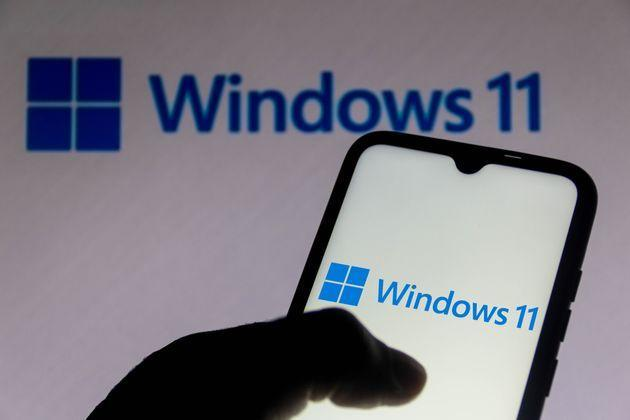 BRAZIL - 2021/07/04: In this photo illustration the Windows 11 logo seen displayed on a smartphone.  It is a major version of the Windows NT operating system. (Photo Illustration by Rafael Henrique/SOPA Images/LightRocket via Getty Images) (Photo: SOPA Images SOPA Images/LightRocket via Gett)
