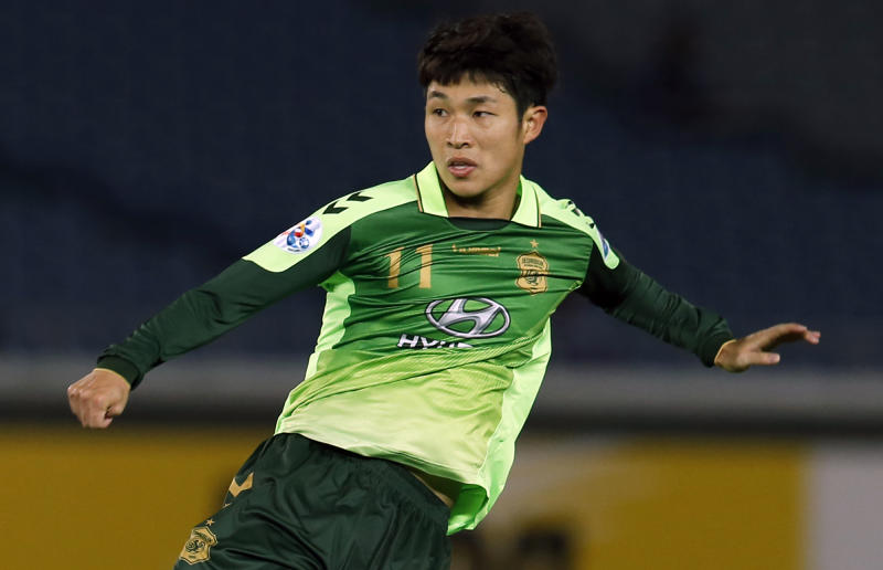 In this April 15, 2014 photo, Lee Seung-gi of Jeonbuk reacts after his attempt to score a goal against Yokohama F. Marinos during their group stage soccer match of the AFC Champions League against in Yokohama, near Tokyo. The second round of the Asian Champions League takes on extra emphasis for some World Cup hopefuls this week, with South Korea's Hong Myong-bo among the national team coaches carefully watching the continental club competition before announcing his squad for Brazil 2014. (AP Photo/Shuji Kajiyama)