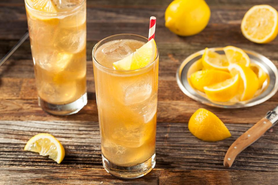 Swap the boozy Long Island Tea for a Cosmo this summer [Photo: Getty]
