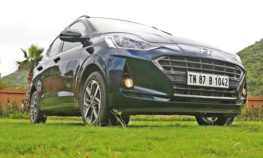 The Nios is amongst the most affordable hatches that have a BS6 1.2 petrol engine. The Nios is the latest Hyundai hatch and slots in between the i20 and Grand i10.