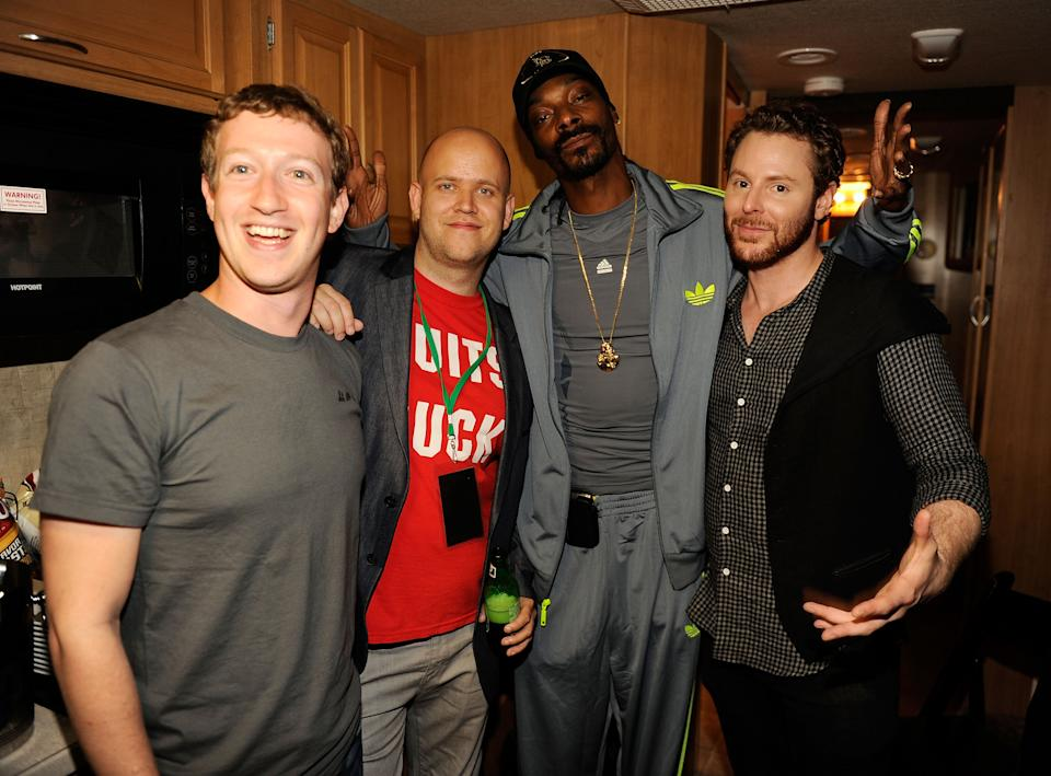 SAN FRANCISCO, CA - SEPTEMBER 22: (EXCLUSIVE COVERAGE) (L-R) Facebook founder Mark Zuckerberg, Spotify CEO Daniel Ek, rapper Snoop Dogg, and entrepreneur Sean Parker pose backstage at Sean Parker's Celebration of Music on September 22, 2011 in San Francisco, California.  (Photo by Kevin Mazur/WireImage)
