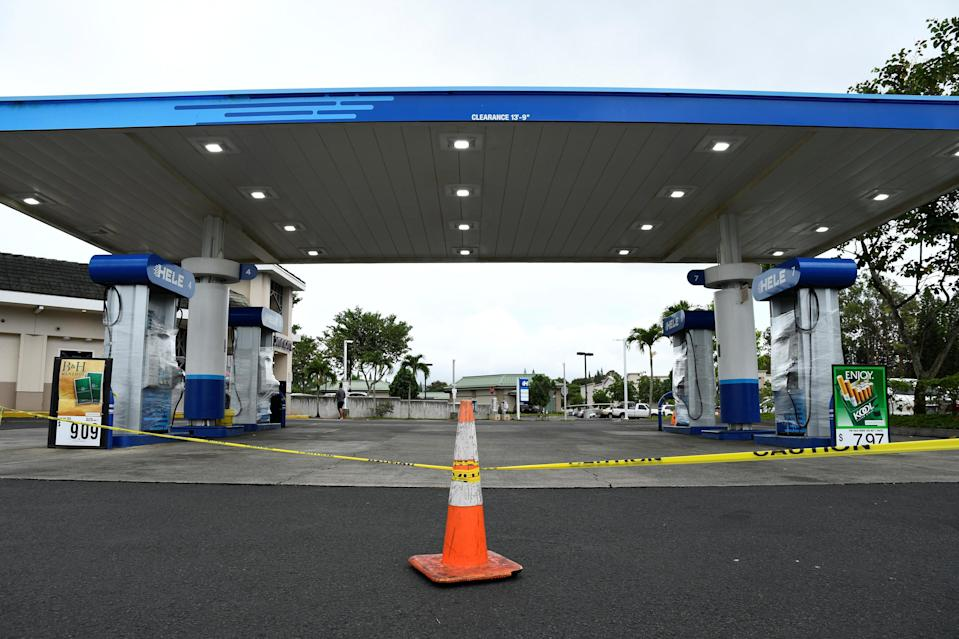 <p>A gas station remains closed after running out of gas as Hurricane Lane approaches Honolulu, Hawaii, Aug. 23, 2018. (Photo: Hugh Gentry/Reuters) </p>