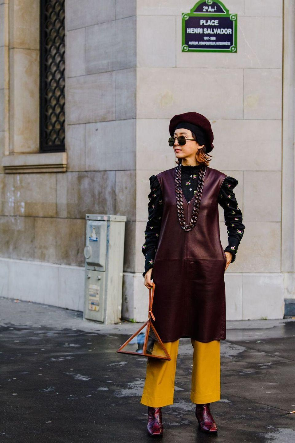 <p>This woman is giving us serious '70s time travel vibes and we're here for it.</p>