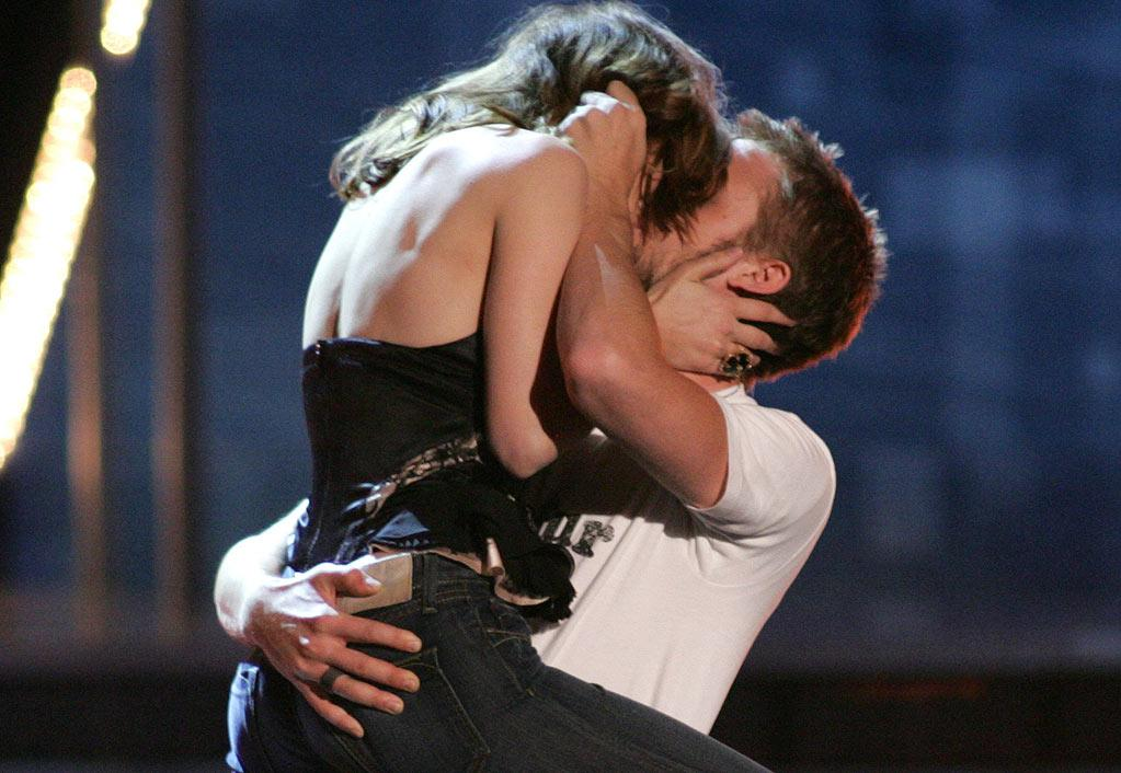 """Rachel McAdams and Ryan Gosling accept the award for Best Kiss for """"The Notebook"""" at the 2005 MTV Movie Awards."""