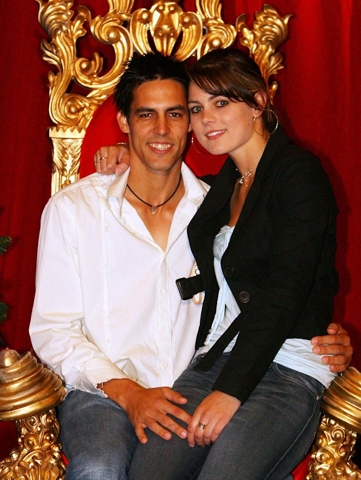 MELBOURNE, AUSTRALIA - DECEMBER 25:  Mitchell Johnson poses for a photo with his girlfriend Jessica Bratich after the Australian nets session at the Melbourne Cricket Ground on December 25, 2006 in Melbourne, Australia.  (Photo by Aaron Francis/Getty Images)