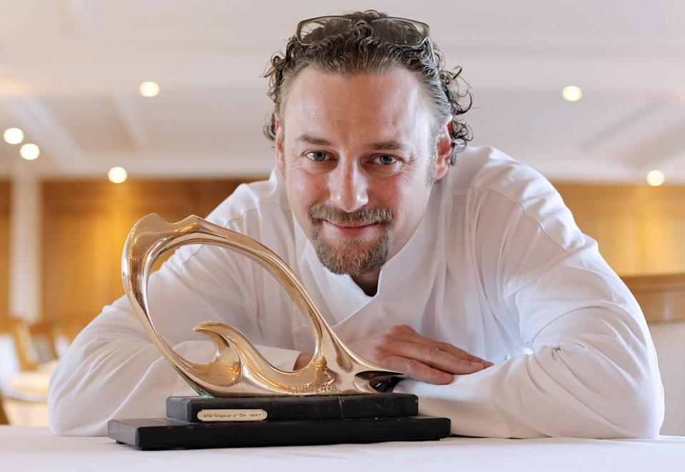TO GO WITH AFP STORY BY CATHERINE MARCIANO French chef Arnaud Donckele poses in his restaurant