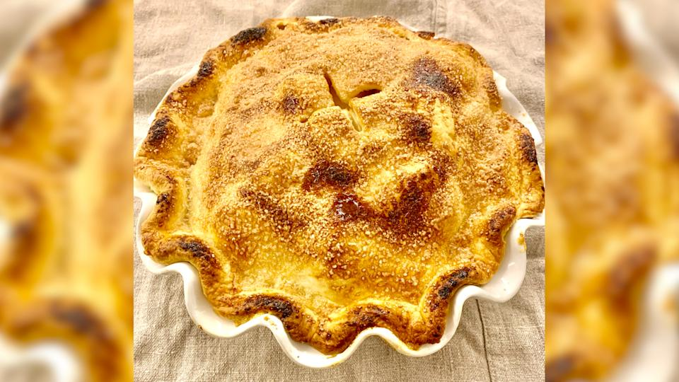 Joo uses cheddar cheese to crust her apple pie recipe