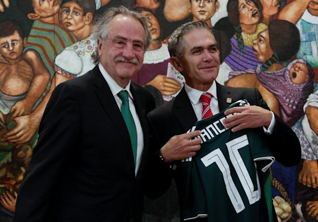 Decio de Maria Serrano, President of the Mexican Football Federation, smiles after handing over a jersey to the Mexico City Mayor Miguel Angel Mancera during the announcement of the joint bid by Mexico, United States and Canada for the FIFA World Cup 2026, in Mexico City, Mexico January 19, 2018. REUTERS/Daniel Becerril