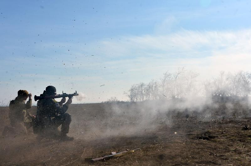 Fighters of the Ukrainian volonteer Azov battalion take part in military exercises not far from the southeastern city of Mariupol, on February 27, 2015 (AFP Photo/Genya Savilov)