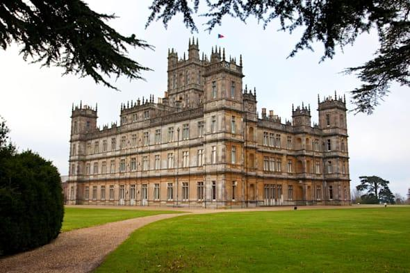 Runners at 'Downton Abbey' attacked by killer Japanese hornets