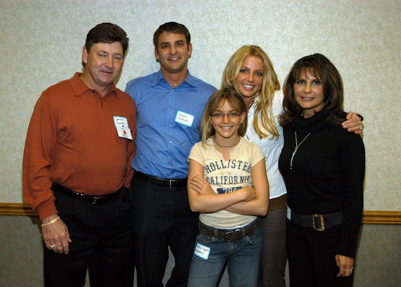 (EXCLUSIVE, Premium Rates Apply) Britney Spears's family: Jamie Spears, Bryan Spears, Jamie-Lynn Spears, Britney Spears and Lynne Spears (Photo by Kevin Mazur Archive 1/WireImage)