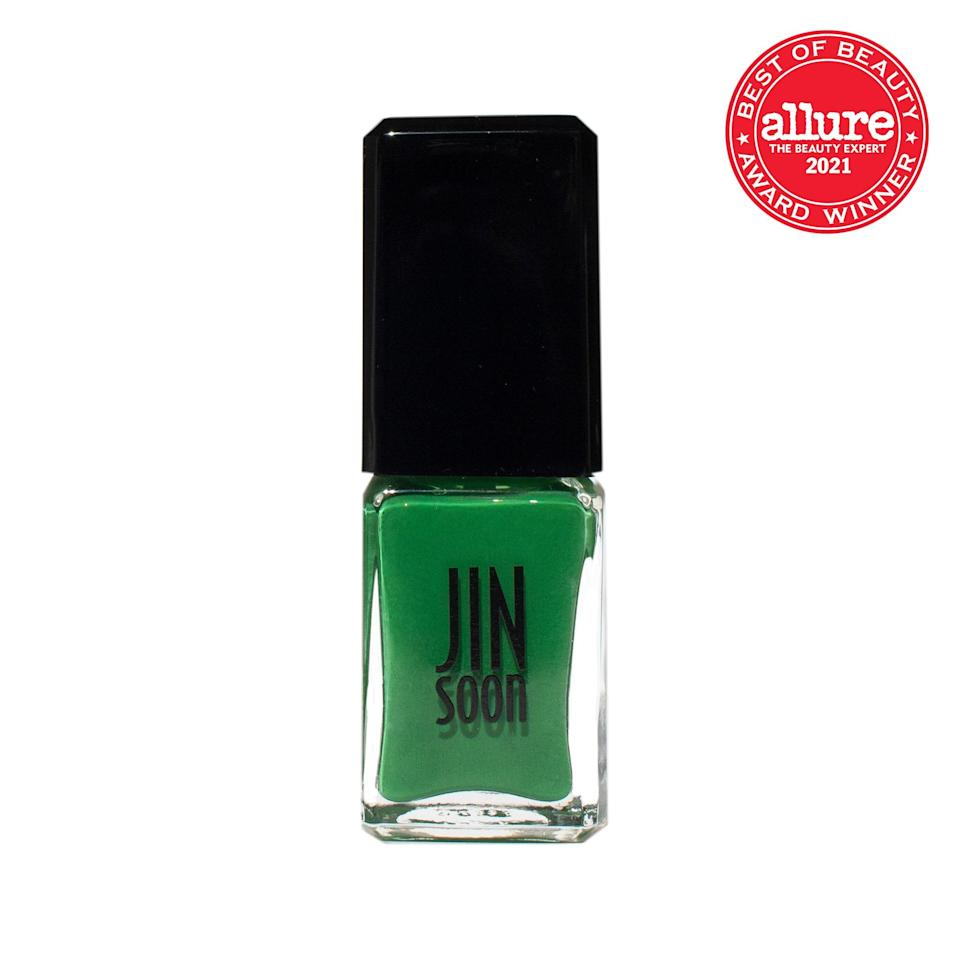 <strong>Jinsoon Nail Lacquer in Palma</strong> glazes our nails in vibrant, verdant green; built-in UV filters act like fronds to shield our color from sun damage.