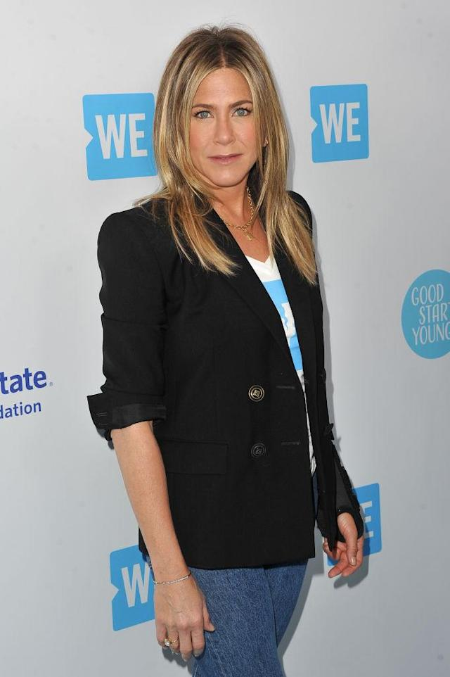 Jennifer Aniston honored school-shooting survivors at WE Day. (Photo: Allen Berezovsky/FilmMagic)