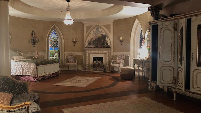 The designer created a 1930s Hollywood glamour-style suite complete with hand-painted wallpaper for the character Leti.