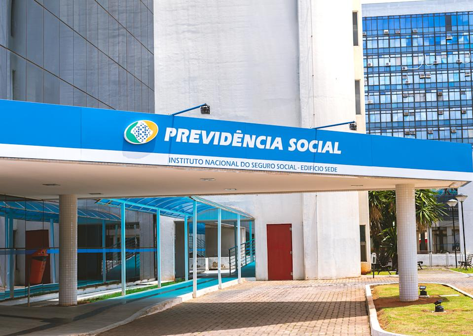 Facade of the headquarters building of the National Social Security Institute ( Instituto Nacional do Seguro Social ) - INSS, in the city of Brasilia, Brazilian capital.