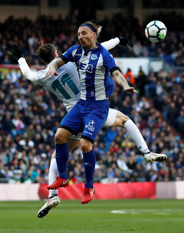 Soccer Football - La Liga Santander - Real Madrid vs Deportivo Alaves - Santiago Bernabeu, Madrid, Spain - February 24, 2018 Real Madrid's Gareth Bale in action with Alaves' Alexis REUTERS/Juan Medina
