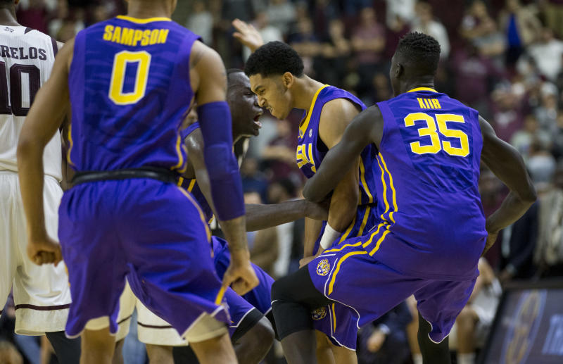 LSU's Tremont Waters drills insane deep 3-pointer to upset Texas A&M