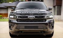 <p>2022 Ford Expedition Stealth Performance Package</p>