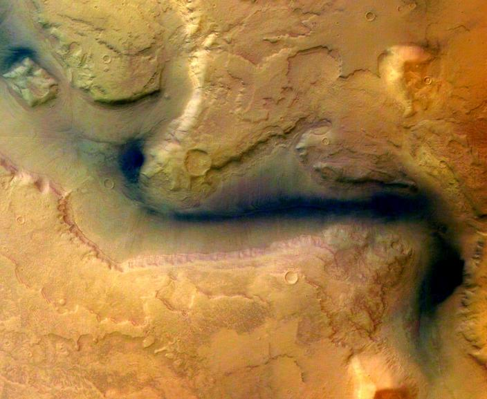 Surface features indicate Mars once had abundant flowing water