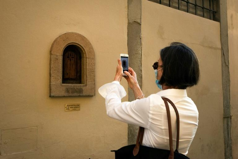 """An association called """"Le buchette del vino"""" now catalogues the small wine windows, placing plaques below each one"""