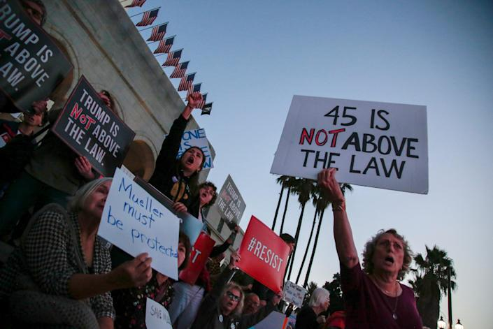 <p>People gather in front of City Hall to take part in a protest to protect the investigation led by special counsel Robert Mueller, in Los Angeles, Calif., Nov. 8, 2018. (Photo: Kyle Grillot/Reuters) </p>