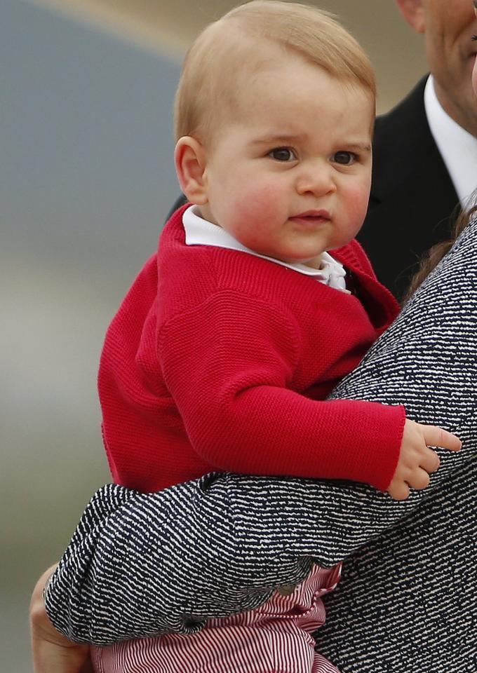 Britain's Catherine, the Duchess of Cambridge, holds her son Prince George as they prepare to board a plane with her husband Prince William (not pictured) to depart Canberra April 25, 2014. The Prince and his wife Kate are undertaking a 19-day official visit to New Zealand and Australia with their son Prince George. REUTERS/Phil Noble (AUSTRALIA - Tags: ROYALS ENTERTAINMENT POLITICS)