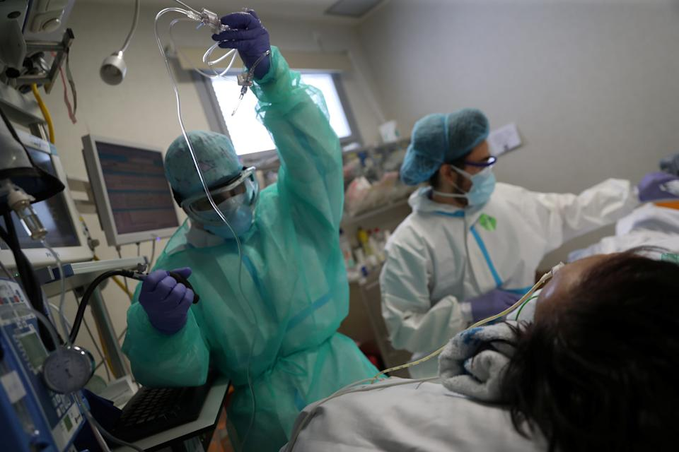 FILE PHOTO: Medical workers treat a patient suffering from coronavirus disease (COVID-19) at the intensive care unit (ICU) of the Infanta Sofia University hospital in Madrid, Spain, May 14, 2020. REUTERS/Susana Vera