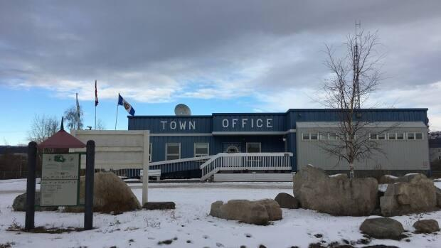 Town office in Norman Wells, N.W.T, in October 2018. The community has been quiet since people started testing positive, said one resident, but the town's mayor told CBC News some people aren't taking the situation seriously enough. (Katie Toth/CBC - image credit)