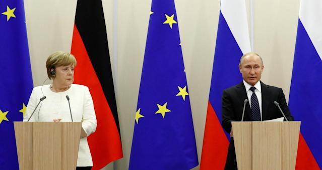 Russian President Vladimir Putin and German Chancellor Angela Merkel attend a joint news conference following their meeting in the Black Sea resort of Sochi, Russia May 18, 2018. REUTERS/Sergei Karpukhin