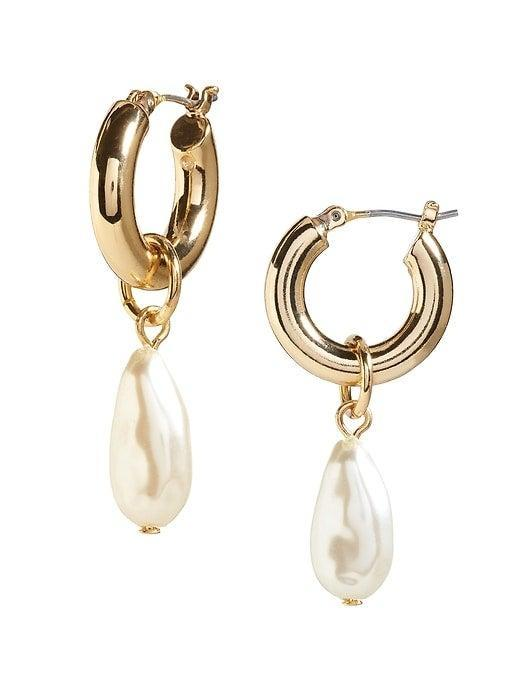 """<br><br><strong>Banana Republic</strong> Pearl Hoop Earrings, $, available at <a href=""""https://go.skimresources.com/?id=30283X879131&url=https%3A%2F%2Ffave.co%2F38hovDM"""" rel=""""nofollow noopener"""" target=""""_blank"""" data-ylk=""""slk:Banana Republic"""" class=""""link rapid-noclick-resp"""">Banana Republic</a>"""