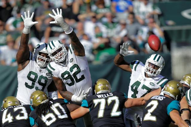 <p>New York Jets players Steve McLendon, Leonard Williams try to block a goal against Jacksonville Jaguars during their NFL football game in East Rutherford, New Jersey, U.S., October 1, 2017. REUTERS/Eduardo Munoz </p>