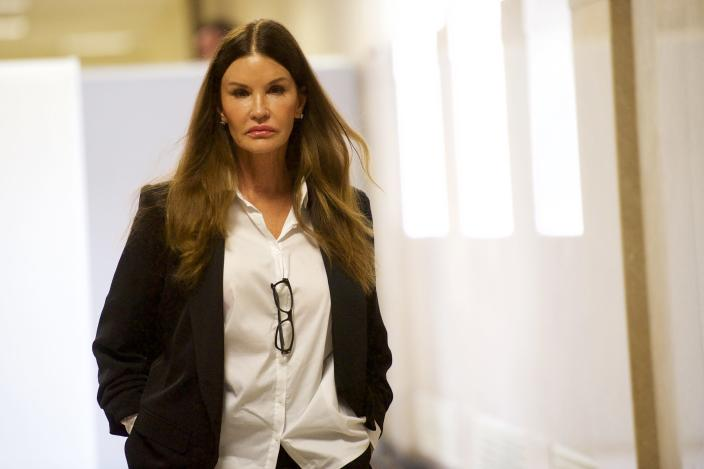 Janice Dickinson appearing at Bill Cosby's retrial. (Getty)