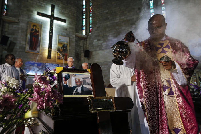 <p>A priest waves a thurible with burning incense over a casket containing the body of the slain lawyer Willie Kimani at Consolata Shrine Catholich church in Nairobi, Kenya, July 8, 2016. (Photo: DAI KUROKAWA/EPA) </p>