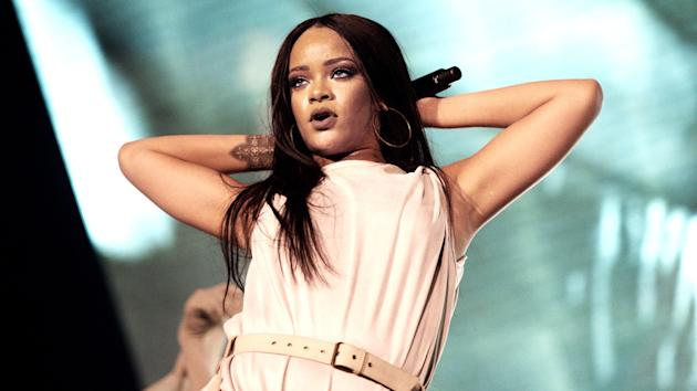 Rihanna to perform and receive top honor at MTV VMAs