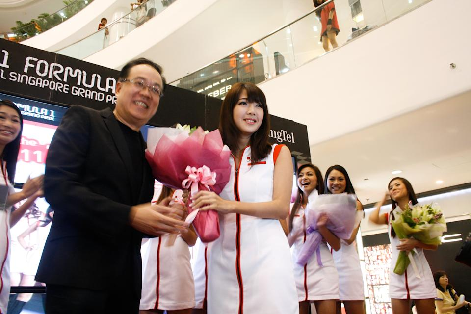 Mio Lin is crowned the 2011 Singtel Grid Girl, beating 12 other finalists. She will represent Singapore at front of the starting grid on race day. (Yahoo! photo)