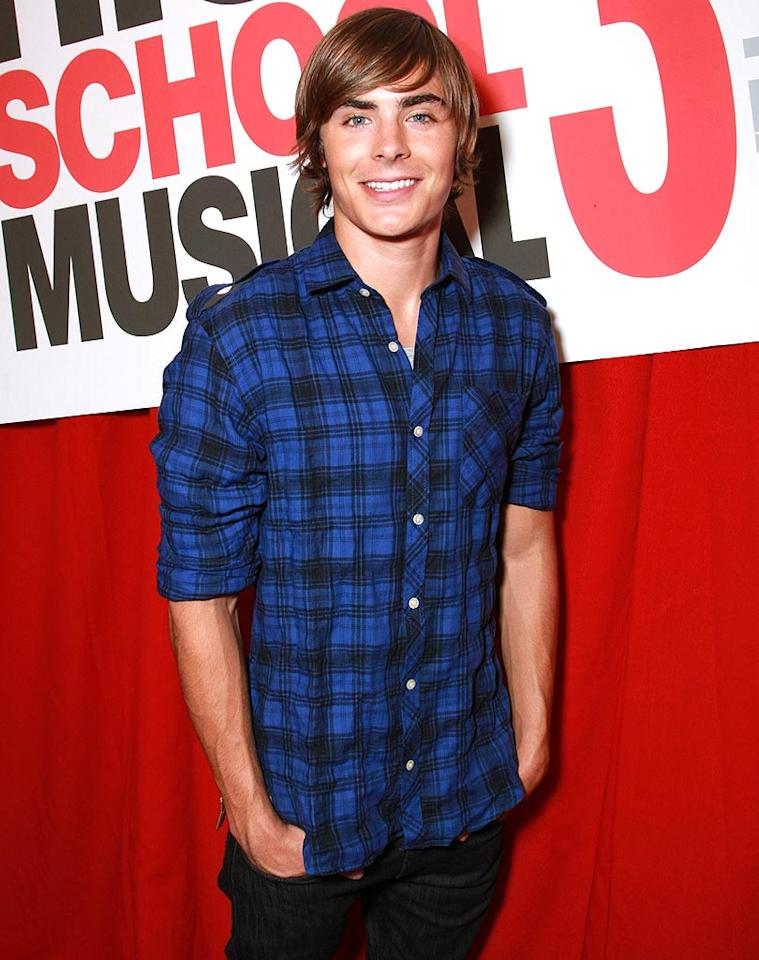 """Zac Efron is super cute in black and blue. Eric Charbonneau/<a href=""""http://www.wireimage.com"""" target=""""new"""">WireImage.com</a> - October 23, 2008"""