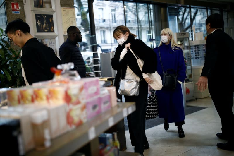 French consumer confidence holds steady in August