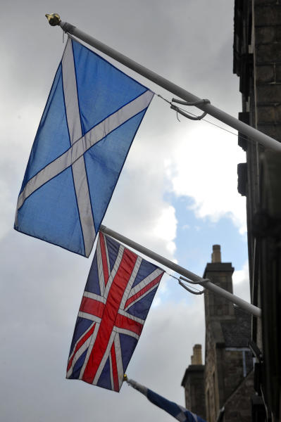 Most opinion polls show 45-50 percent support for Scotland remaining part of the United Kingdom with backing for independence ranging from 35 to 39 percent (AFP Photo/Andy Buchanan)