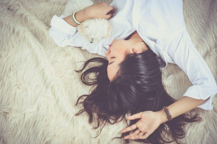 Can you train your body to need less sleep? [Photo: Pixabay via Pexels]