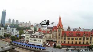 (Passengers took EHang 216 for aerial sightseeing trips in Yantai, a city in east China.)